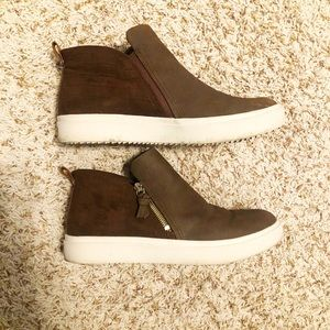 Womens Brown high-top zipper sneakers/booties